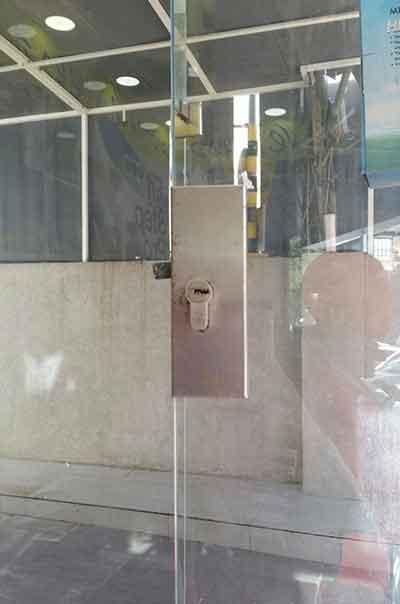 מנעולן בשפלה בתיקון דלת