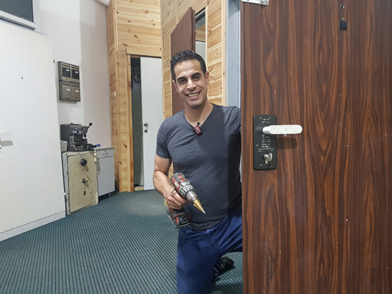 תיקון דלתות ביבנה