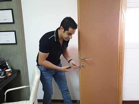 פריצת דלת בעיר רעננה